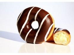 Пончик в глазури с малиновой начинкой